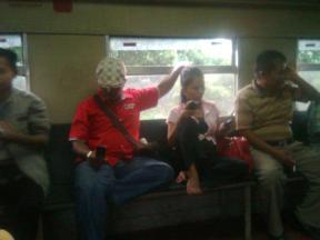 lbh manusiawi odong2 drpd commuterline